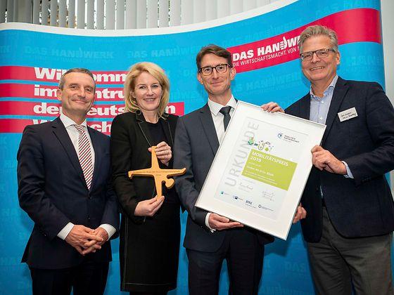 Das Atelier für Holzbearbeitung von Dirk Schmidt und Henkel sind von der Mobilitätspartnerschaft Düsseldorf ausgezeichnet worden