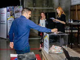 Moment humanitarna aukcija
