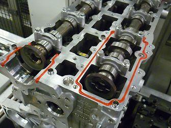 Das anaerobe Dichtungsmittel ist hochflexibel auch nach Wärmealterung und eignet sich damit für dynamische Verbindungsstellen
