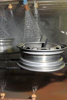Reiniger können nach den Metallbearbeitungsstufen eingesetzt werden, um weitere Prozessschritte vorzubereiten