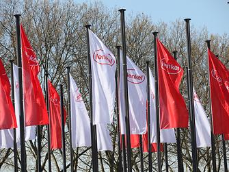 Henkel-red-white-flags-duesseldorf-en-COM