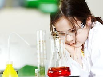 In der Henkel-Forscherwelt werden Kinder zu kleinen Forschern und entdecken spielerisch die Welt der Naturwissenschaften