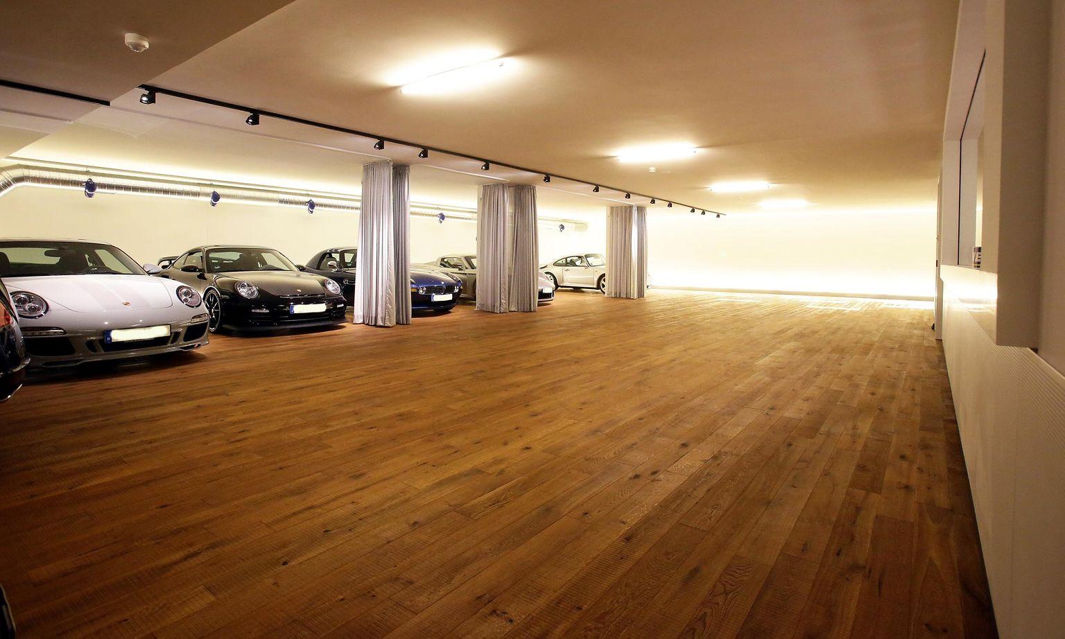 Rund 300 Quadratmeter Parkett sind in der Garage mit Thomsit P 625 verlegt