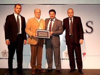 César Lapezzata receives the FIAT recognition on behalf of Henkel Argentina