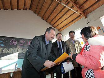 Faruk Arig, President of Henkel Greater China, visited the Henkel Hope Primary School