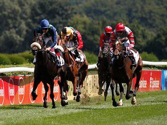 Hochkarätige Pferderennen beim Henkel-Renntag 2013