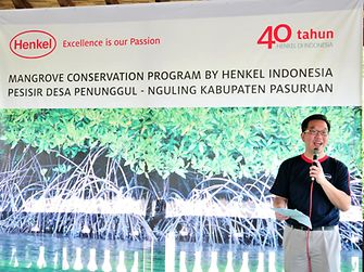 Allan Yong gives a speech at the mangrove planting ceremony