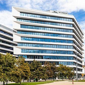 A Henkel logó a düsseldorfi központ tetején