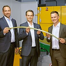 Frank Fetscher, Frank Kerstan and Oleg Schelesnikow with a composite leaf spring produced for Volvo Cars.