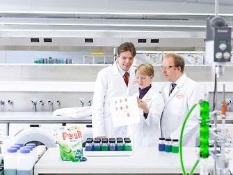 Three researchers in Persil Duo Caps laboratory