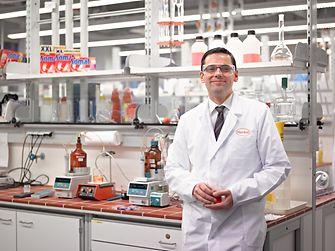 Employee in Somat laboratory
