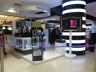 At its in-store salon in Transmart Carrefour in Jakarta Schwarzkopf Professional offers hair styling on-the-go.