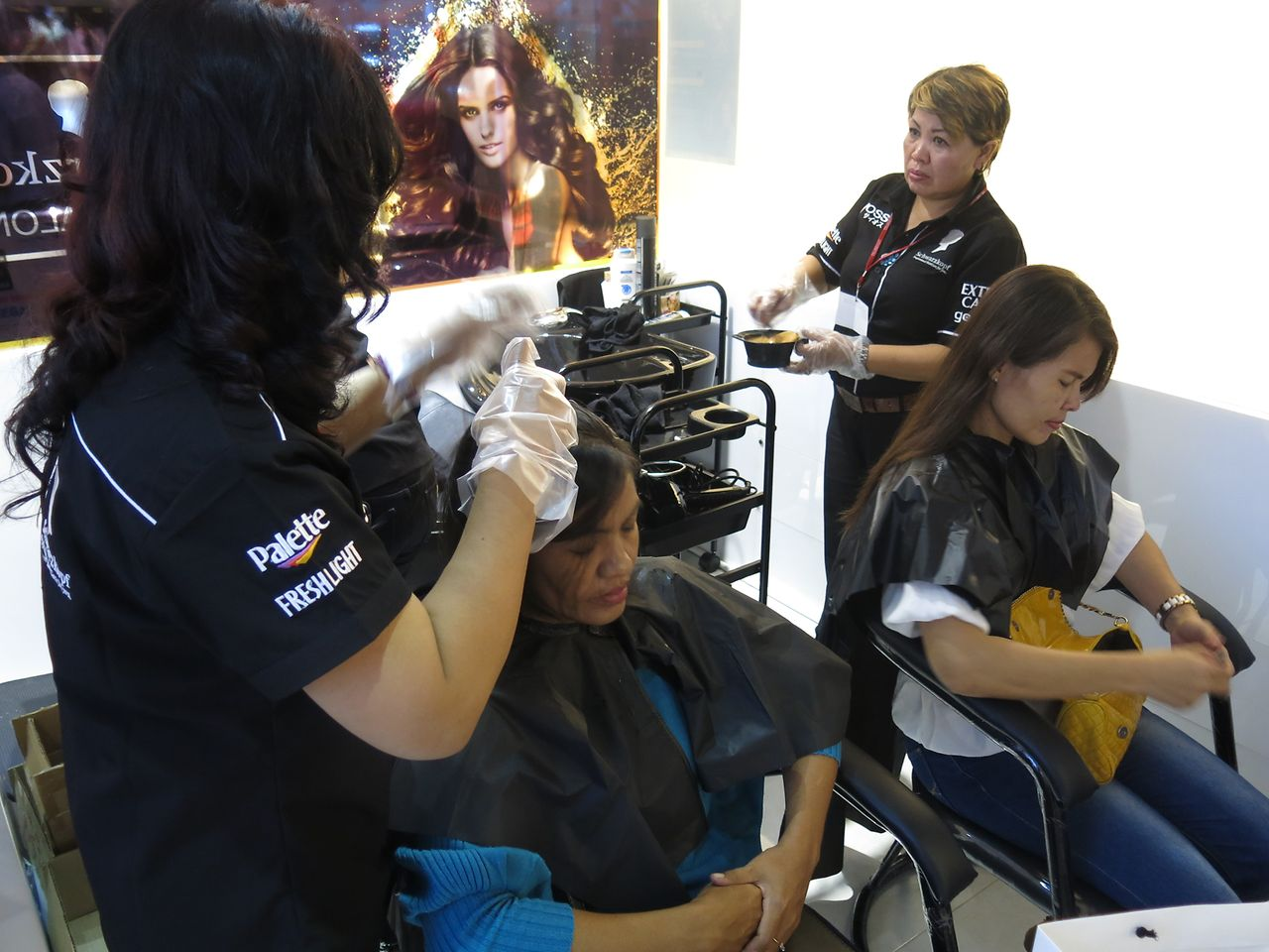At the new Schwarzkopf Mini Salon, consumers are able to consult directly with stylists and get free service.