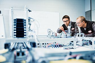 employees-working-in-laboratory