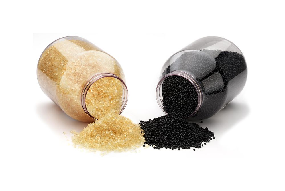 Hotmelts can be supplied in many product forms, for example in sticks, powders, blocks or – as in this photo – in granules