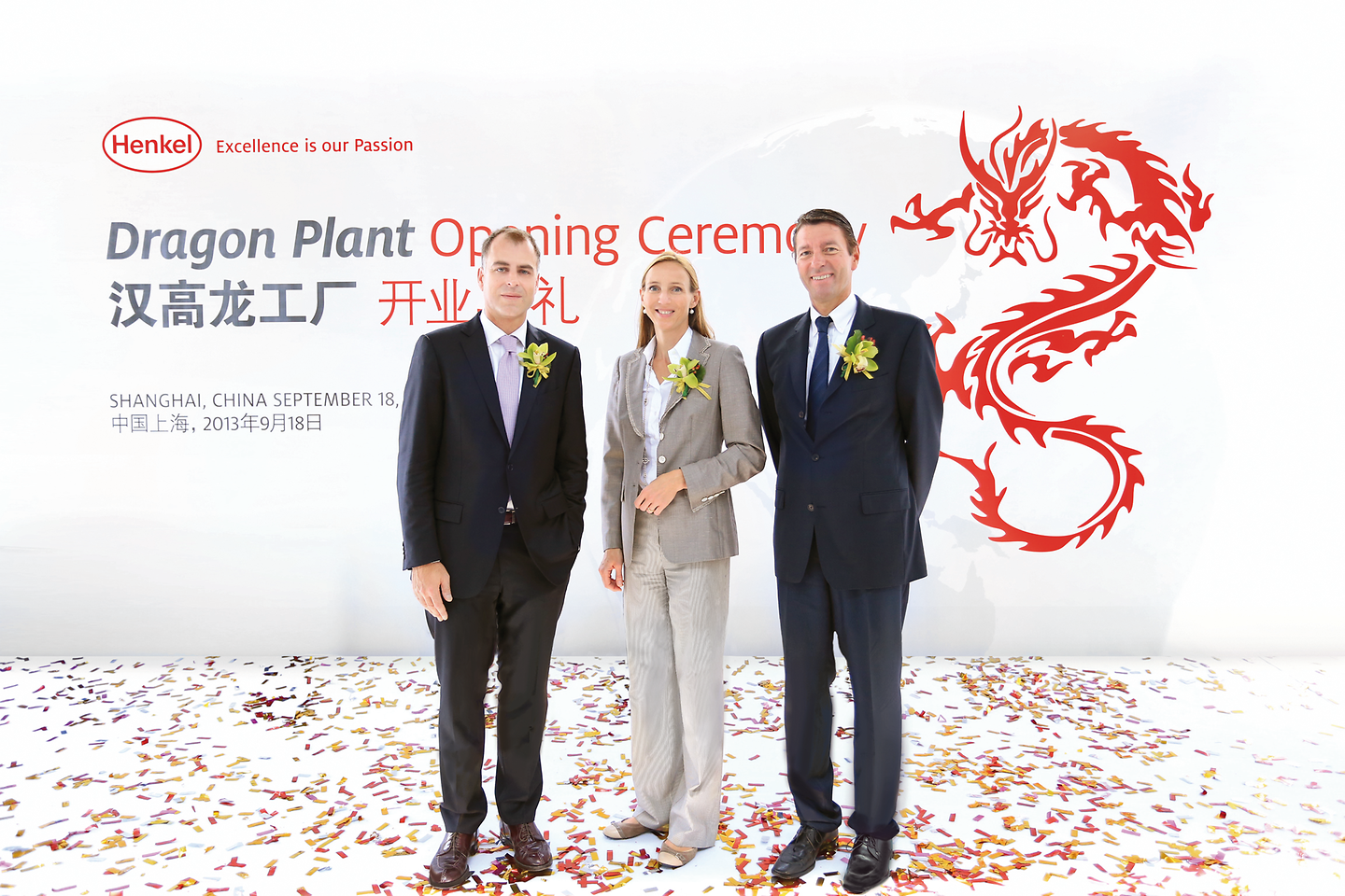 "Jan-Dirk Auris (Executive Vice President Adhesive Technologies, left), Dr. Simone Bagel-Trah (Chairwoman of the Supervisory Board) and Kasper Rorsted (Chairman of the Management Board) at the ""Dragon Plant"" opening ceremony in Shanghai"