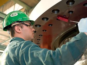 Henkels innovative Technologien – hier in Form anaerober Hochleistungsdichtungen – ermöglichen Maschinenbauern höhere Kraftübertragungen auf Flanschverbindungen ohne Konstruktionsänderungen