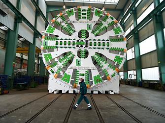In Tunnelbohrmaschinen werden die Verschraubungen mit Henkels Schraubensicherung LOCTITE 243 gesichert