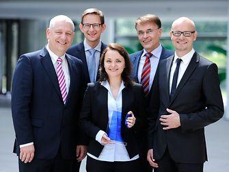 """Prof. Dr. Thomas Müller-Kirschbaum, Dr. Michael Dreja, Dr. Peter Schmiedel und Dr. Arndt Scheidgen (vlnr) überreichen den """"Laundry & Home Care Research Award 2014""""."""