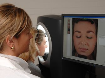 Standardized, high resolution imaging of the face