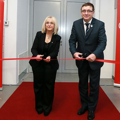 Director of Henkel Maribor, Melita Ferlež, and the mayor of Maribor, Andrej Fištravec, at the opening ceremony.