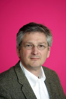 Thomsit-Anwendungstechniker Wolfram Schreiner führt durch das Seminar