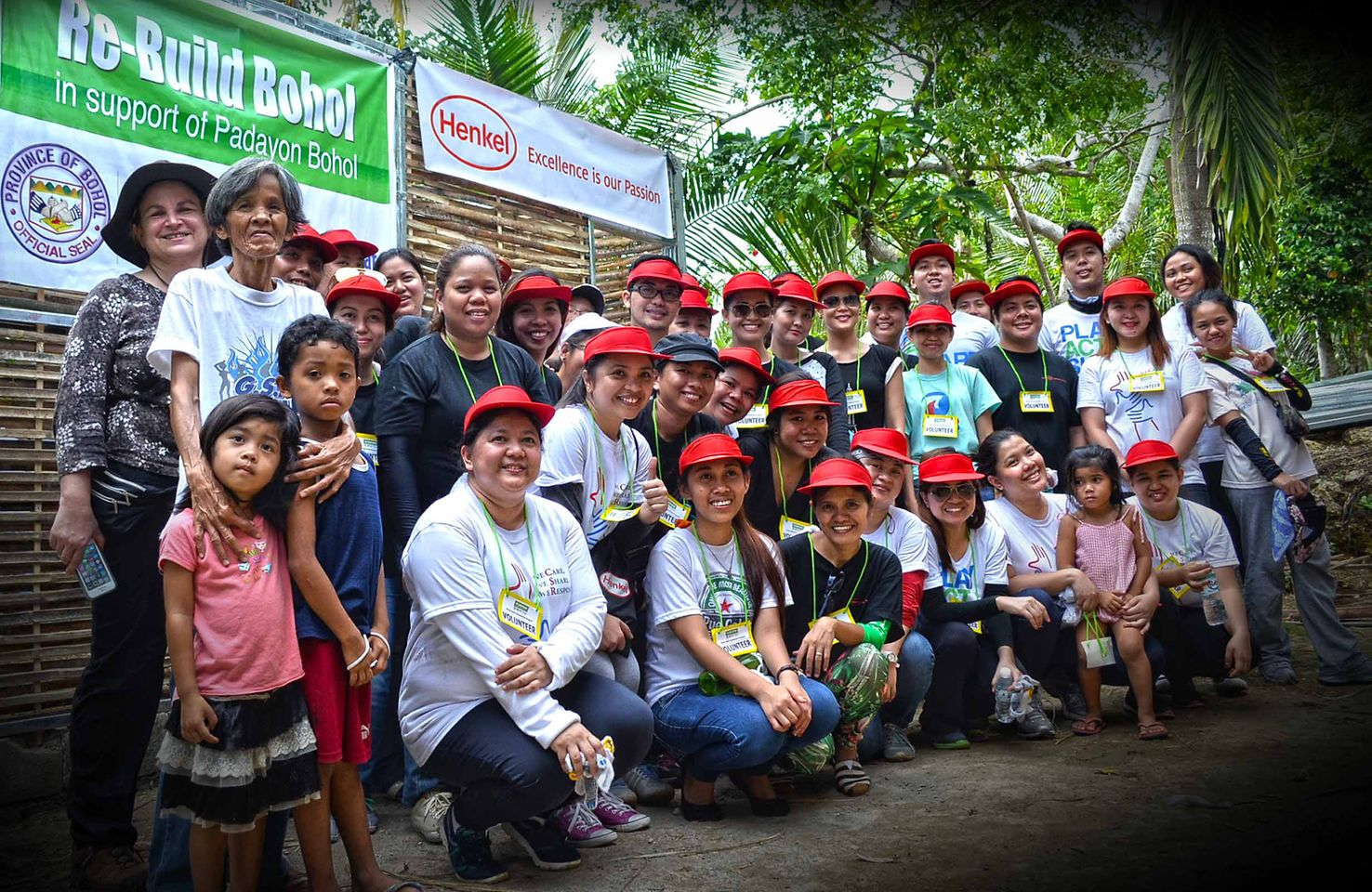 Henkel employees spent a day rebuilding houses in Bohol