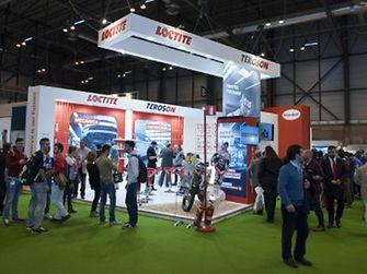 2015-03-17-2015-03-17-Éxito de la participación de Henkel en Motortec Automechanika Madrid, con la presentación de la nueva web de Reparación y Mantenimiento de Vehículos y la colaboración del piloto de rallies Marc Coma-2
