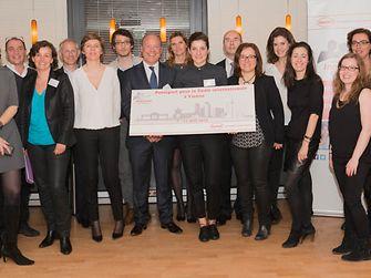 L'équipe « Innovettes » gagnante avec son concept Teraxyl Smile & Care Brush2