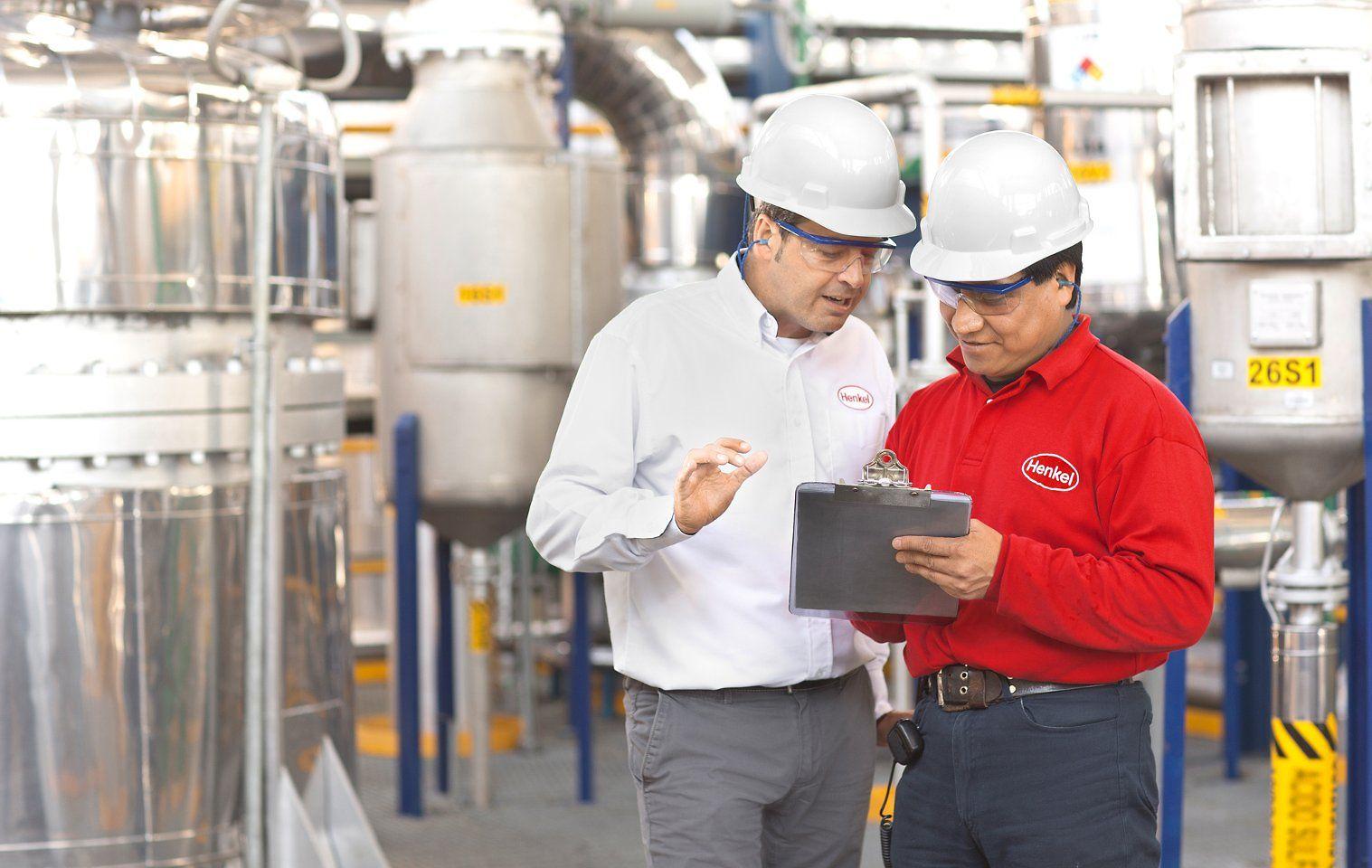 Jordi Cruz (Left), SHEQ Latin America Manager, and Jose Luis Romero Mejia, Sulfonation Operator,
