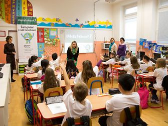 Interaktívna hodina a diskusia s deťmi v bratislavskej škole s globálnou ambasádorkou Jaroslavou Haid-Járkovou a lokálnou ambasádorkou Evou Čerbovou