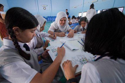 Deti v Spojených arabských emirátoch sa zúčastňujú workshopu Ambasádorov spoločnosti Henkel