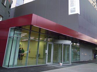 Centrum zdieľaných služieb spoločnosti Henkel sa nachádza v budove Bratislava Business Center 1 Plus (BBC 1 Plus).
