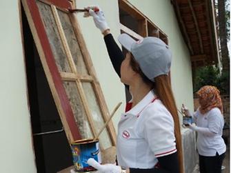 Henkel volunteers working with Habitat for Humanity