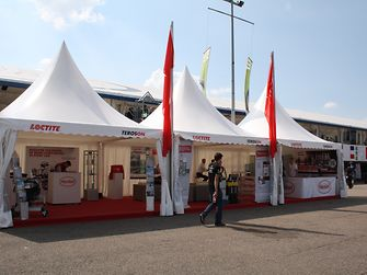 First aid in case of emergency: If conventional methods such as welding, soldering and screw-fixing fail, the technology experts help out by offering their technical know-how and products in the Henkel marquee.