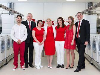 Tím bratislavského laboratória spoločnosti spolu s Thomasom Müllerom-Kirschbaumom, Rudolfom Stegerom and Sabine Hochkuglerovou
