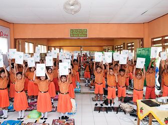A total of 238 students of SDN Pekoren 1 Primary School were certified 'Sustainability Champions' by the Henkel Indonesia team on 19 July