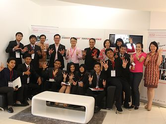 Henkel employees and semi-finalists at the HIC Indonesia semi-final event. Winners Ratih Siahaan (seated, fourth from left) and Hariawan Christophorus (seated, sixth from left) came up with the innovative idea of an 'Eco-Dishwashing Wrapper