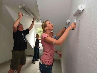 Henkel Mitarbeiter renovieren im Friedensdorf Oberhausen
