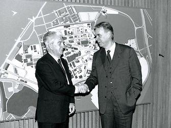 Dr. Konrad Henkel, Albrecht Woeste