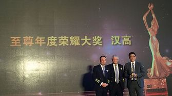 "James Wang, General Manager, Henkel Beauty Care Greater China Retail (right) accepts ""Best Supplier of the Year"" Award"