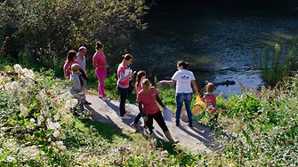 Henkel France employees taking part in project to restore biodiversity along the Seine riverside