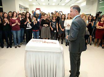 Сергей Быковских, президент «Хенкель Россия» выступает перед сотрудниками компании