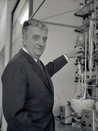 Dr. Konrad Henkel