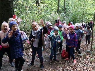 Uczniowie Szkoły Podstawowej nr 3 z Mysłowic, laureaci 2. edycji konkursu Eko Odkrywcy, podczas wyjazdu na zieloną szkołę
