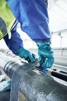The repair system reinforces and seals steel pipes