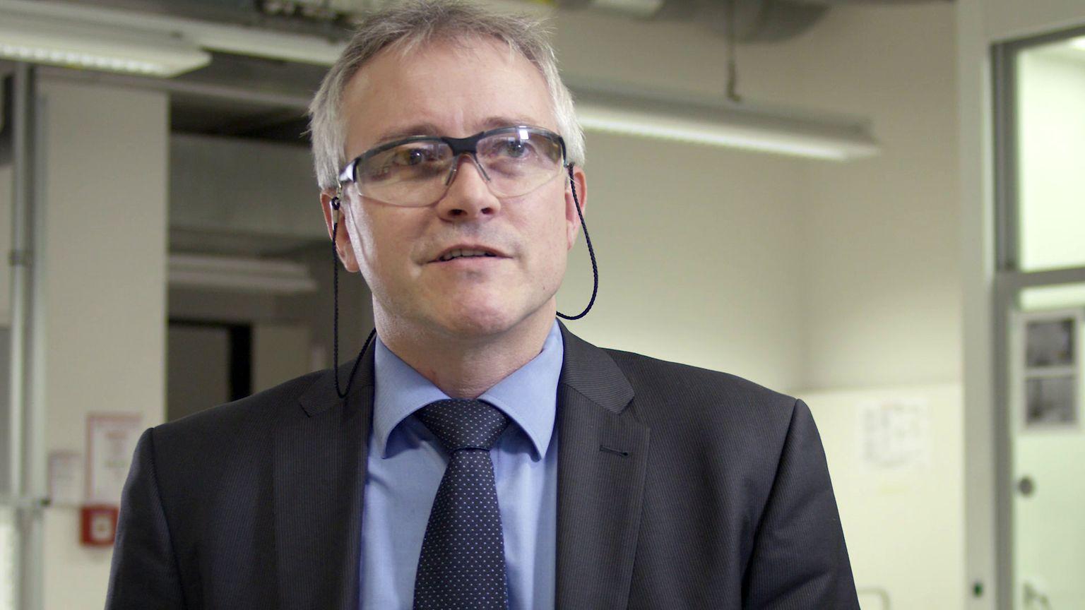 Klebstoff-Forscher Dr. Dirk Kasper