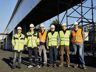 The Henkel team with a piping bridge of the Düsseldorf main plant