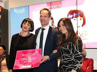 Francesca e Michela insieme a Malte Turk, Direttore Marketing della divisione Laundry & Home Care di Henkel