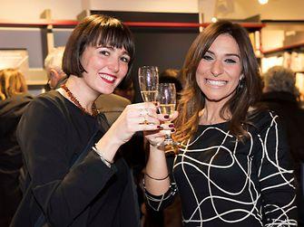 Francesca Lattante e Michela Pulieri brindano felici durante la cerimonia di premiazione